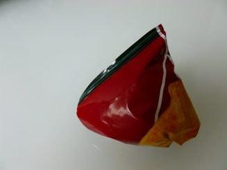 Was tun, damit die Chipstüte nicht vom Tablett fällt?